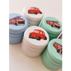 Tejfogtartó / első hajtincs tartó doboz- Piros autó - (fehér doboz)